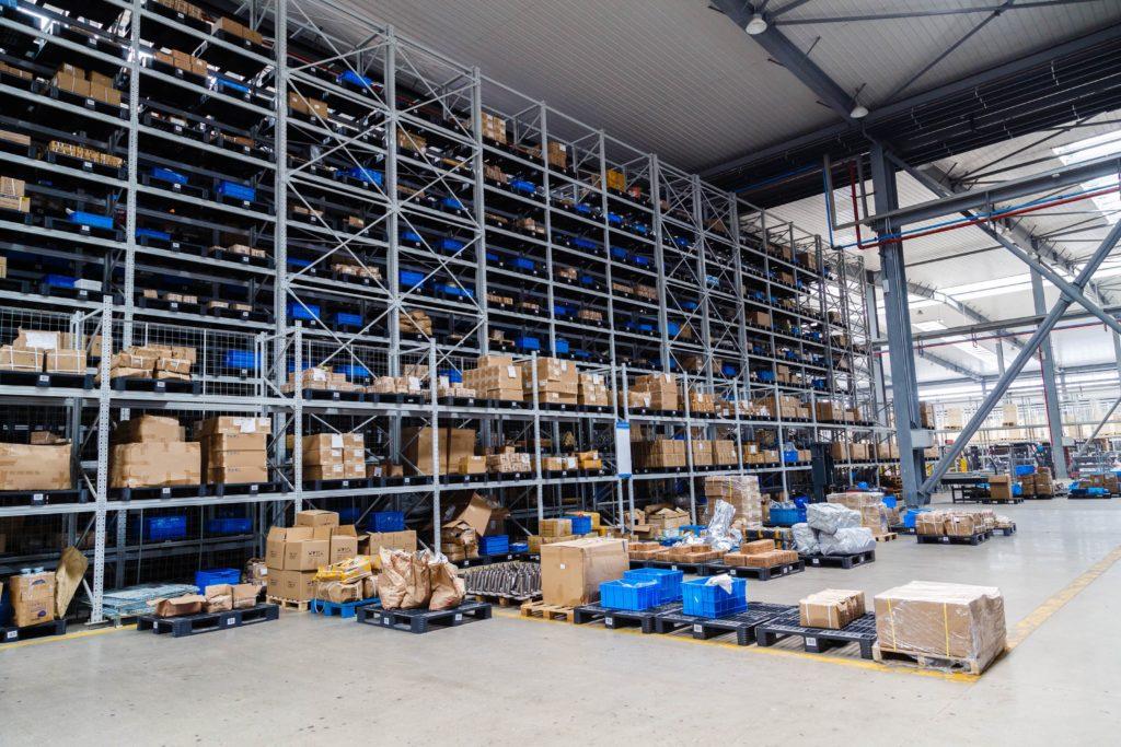 modern big warehouse dropshipping